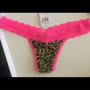 HANKY PANKY LOW RISE COLORPLAY LEOPARD THONG PINK
